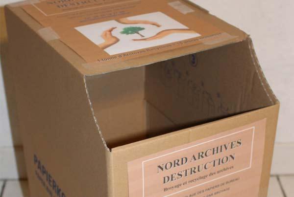 Des boites de collecte de papiers de bureaux sont mis à votre disposition