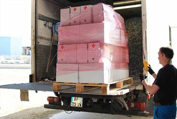 Vos documents sont entreposés sur des palettes puis emmenés par notre camion