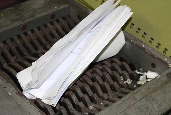 Les documens sont broyés par notre matériel profesionnel avant d'être recyclés.